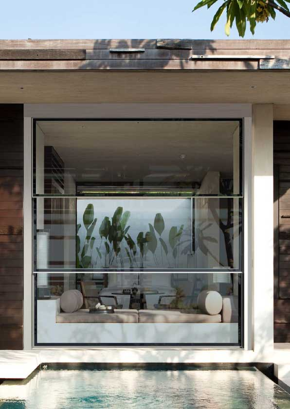 Retractable glass panels HighLow