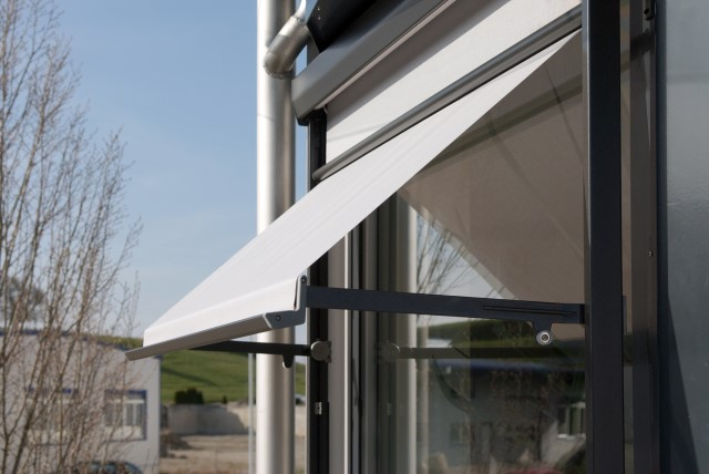 Vertical awnings Metrobox