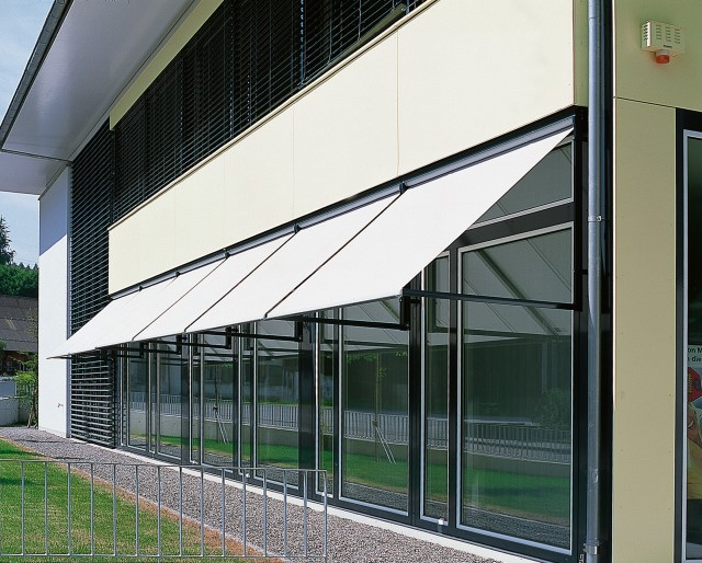Vertical awnings Metrobox