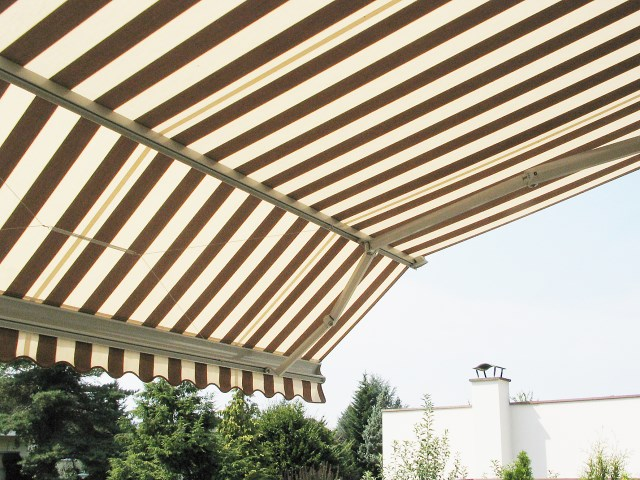 Arm Awning with double inclination Select Beta